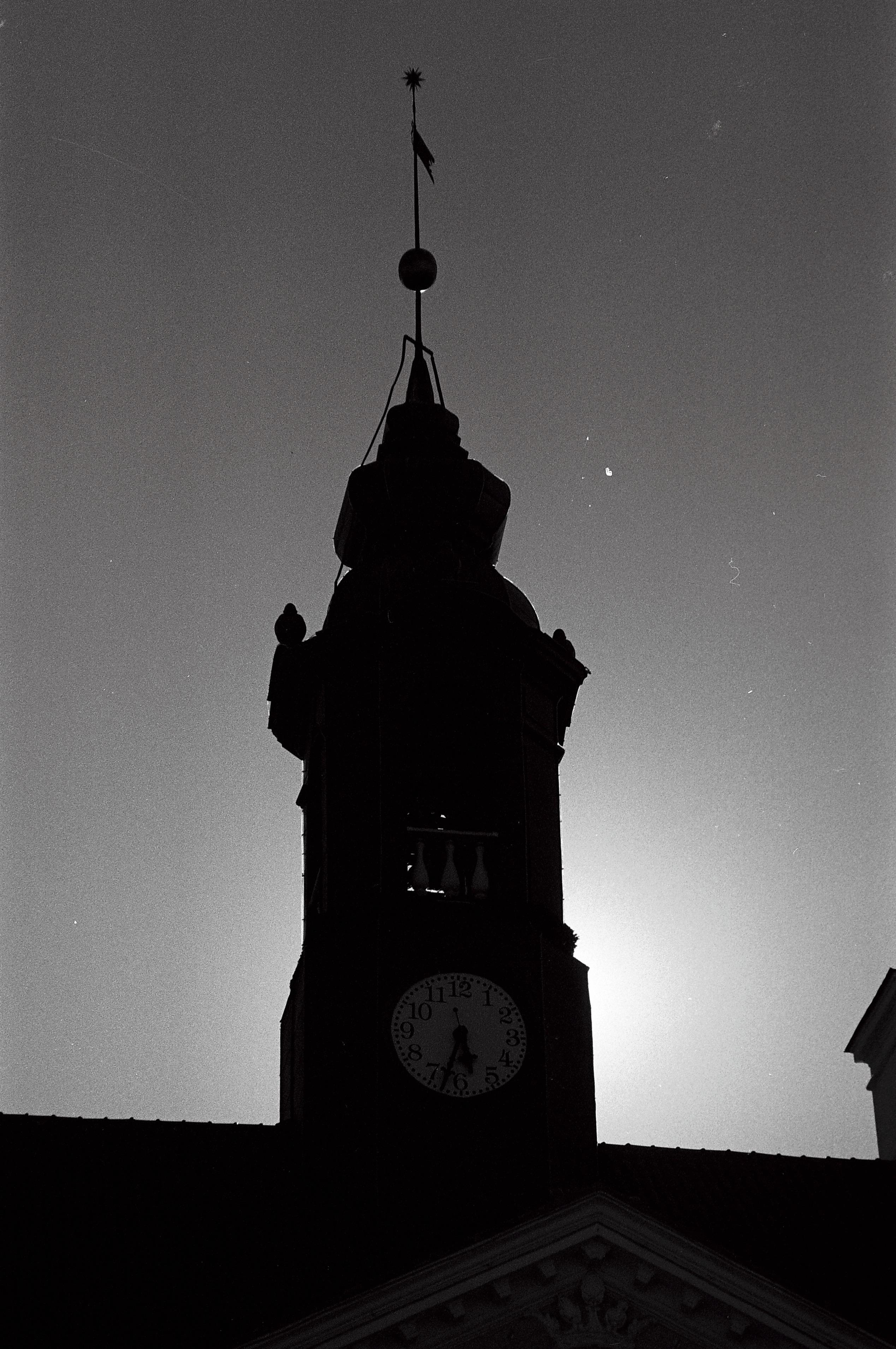 Ombre de la tour de la mairie, Tartu, août 2015