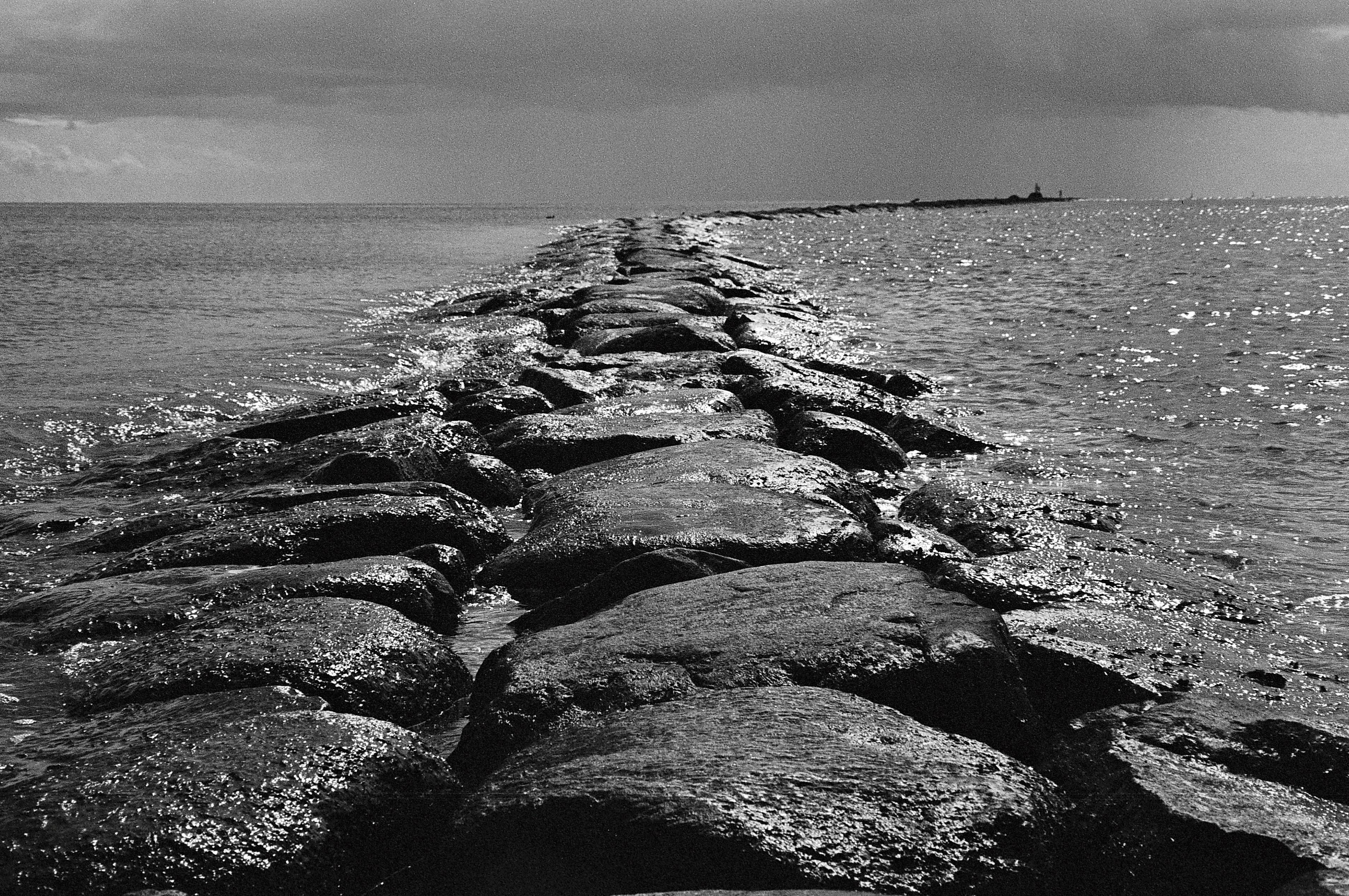 Jetée de pierres, Pärnu, juillet 2015